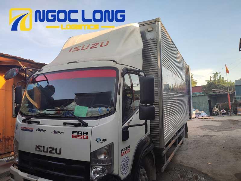 Xe tải chở hàng đi huế